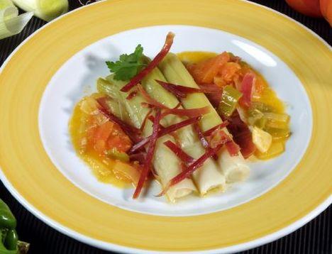 -cazuela-de-puerros-con-tomate-y-jamon-668x400x80xX